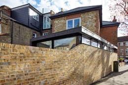 Projekty, nowoczesne Domy zaprojektowane przez Phillips Tracey Architects