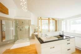 Bad : moderne Badezimmer von tRÄUME - Ideen Raum geben