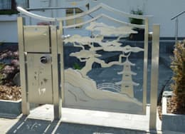 Edelstahltor: asiatischer Garten von Edelstahl Atelier Crouse - Stainless Steel Atelier
