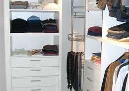 Ankleidezimmer Niederlehme: moderne Schlafzimmer von RAUMAX GmbH
