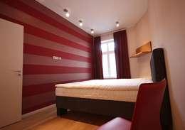 Wohnung Berlin-Prenzlauer Berg: moderne Schlafzimmer von RAUMAX GmbH