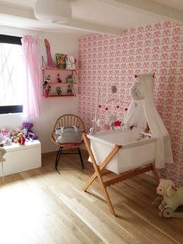 Villa Giulia _ Chambre d'enfant: Chambre d'enfant de style de style Moderne par MAAD Architectes