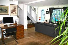 Villa Giulia _Salon: Salon de style de style Moderne par MAAD Architectes