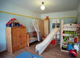 Stanza dei bambini in stile in stile Eclettico di raumdeuter GbR