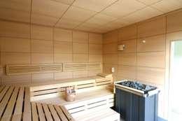 Verschiedene Projekte: rustikales Spa von die creative Holzwerkstätte Lunnebach GmbH