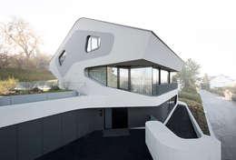 Projekty, eklektyczne Domy zaprojektowane przez J.MAYER.H