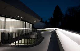 OLS HOUSE - new 4-person family home near Stuttgart:  Terrasse von J.MAYER.H