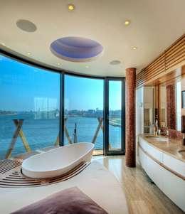 Baños de estilo moderno por  baustudio kastl