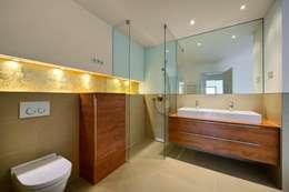 Badezimmer: klassische Badezimmer von  baustudio kastl
