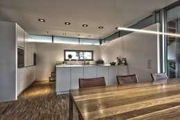Cucina in stile in stile Moderno di Schiller Architektur BDA
