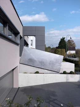Hassel   Luxemburg: moderne Garage & Schuppen von LEICHT Küchen AG