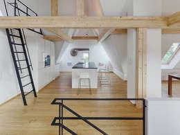 Dachgeschoss-Ausbau: moderne Küche von PARTNER Aktiengesellschaft