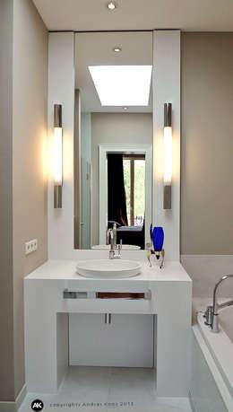 Harvestehuder Weg -  Penthouse: moderne Badezimmer von Andras Koos Architectural Interior Design