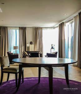 Harvestehuder Weg -  Penthouse: moderne Wohnzimmer von Andras Koos Architectural Interior Design