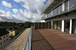 Zentral Massiv:  Terrasse von Stark Design