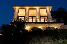Casas de estilo moderno por  ligthing & interior design