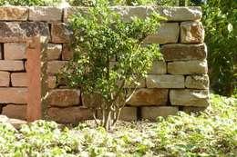 Blühender Hanggarten: klassischer Garten von neuegaerten-gartenkunst