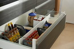 modern Kitchen by Aura Cocinas