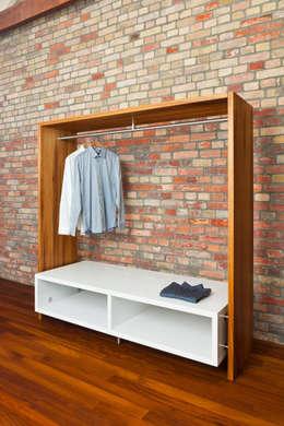 Ankleide Aus Kambala: Moderne Schlafzimmer Von Die Möbel Manufaktur