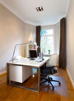Altbauwohnung Bremen: klassische Arbeitszimmer von schulz.rooms