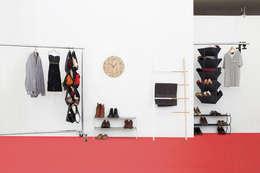 Vestidores y closets de estilo minimalista por Enjoyme