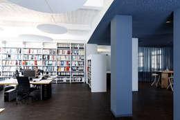 Bürobereich: moderne Arbeitszimmer von a-base I büro für architektur