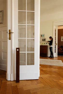 Zeppa Nußbaum: moderne Fenster & Tür von homify