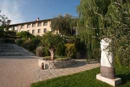 Un agriturismo nelle colline Versiliesi:  in stile  di Verde Passione