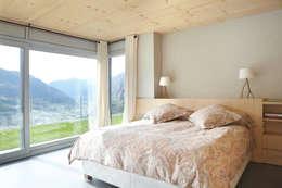 skandinavische Schlafzimmer von Coblonal Arquitectura