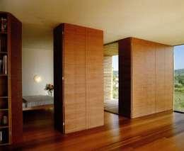 Soggiorno in stile in stile Moderno di k-m architektur