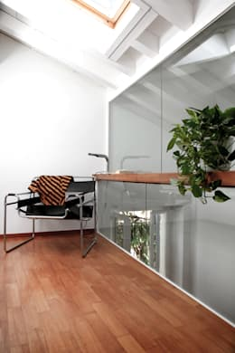 Pasillos y recibidores de estilo  por écru architetti