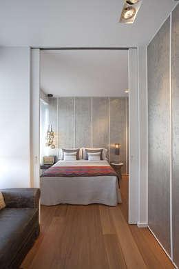 Dormitorios de estilo moderno por Laura Yerpes Estudio de Interiorismo
