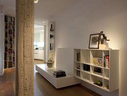 Livings de estilo moderno por Laura Yerpes Estudio de Interiorismo