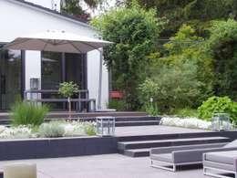 Jardin de style de style Moderne par L-A-E LandschaftsArchitektur Ehrig & Partner