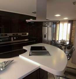 Cocinas de estilo moderno por Cocinas Ricardo
