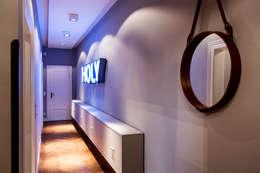 Projekty,  Korytarz, przedpokój zaprojektowane przez BESPOKE GmbH // Interior Design & Production