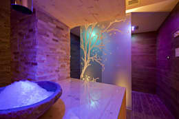 Hotel La Torretta - Spa Il Cirmolo: Spa in stile in stile Moderno di Studio D73