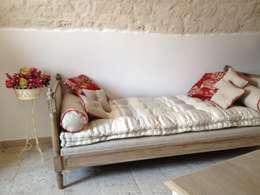 Dormitorios de estilo  por Atmosfere d'interni
