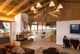 Chalet Kitzbuehel Living: landhausstil Wohnzimmer von Raumkonzepte Peter Buchberger