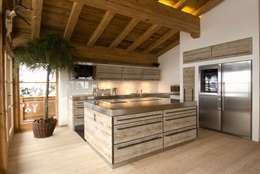 Cocinas de estilo rural por Raumkonzepte Peter Buchberger