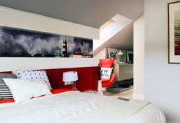 Camera da letto in stile in stile Scandinavo di TEKNIA ESTUDIO
