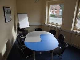 Gruppenraum für Sprachunterricht - Nachher:  Kongresscenter von INTERIORDESIGN - Jedes Geschäft braucht ein Gesicht. Jede Wohnung eine Seele