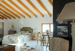 Camera da letto in stile in stile Scandinavo di Quino Prades