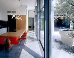 Loft BA: Sala da pranzo in stile  di Buratti + Battiston Architects