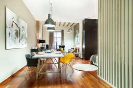 Soggiorno in stile in stile Industriale di Home Deco Decoración