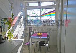 Ventana arcoiris hojas: Puertas y ventanas de estilo moderno de Vitromar Vidrieras Artísticas