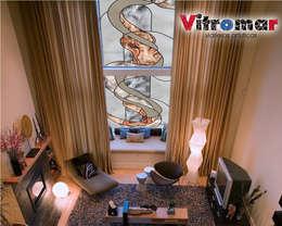 Puertas y ventanas de estilo moderno por Vitromar Vidrieras Artísticas