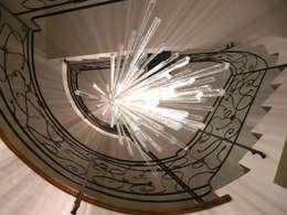 Art: Ingresso, Corridoio & Scale in stile in stile Eclettico di Le Meduse s.a.s.