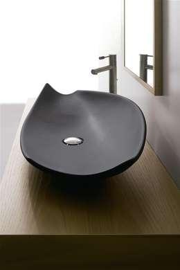 Kong: Bagno in stile in stile Asiatico di Massimiliano Braconi Designer