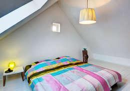 Dachloft: moderne Schlafzimmer von Lichters Living